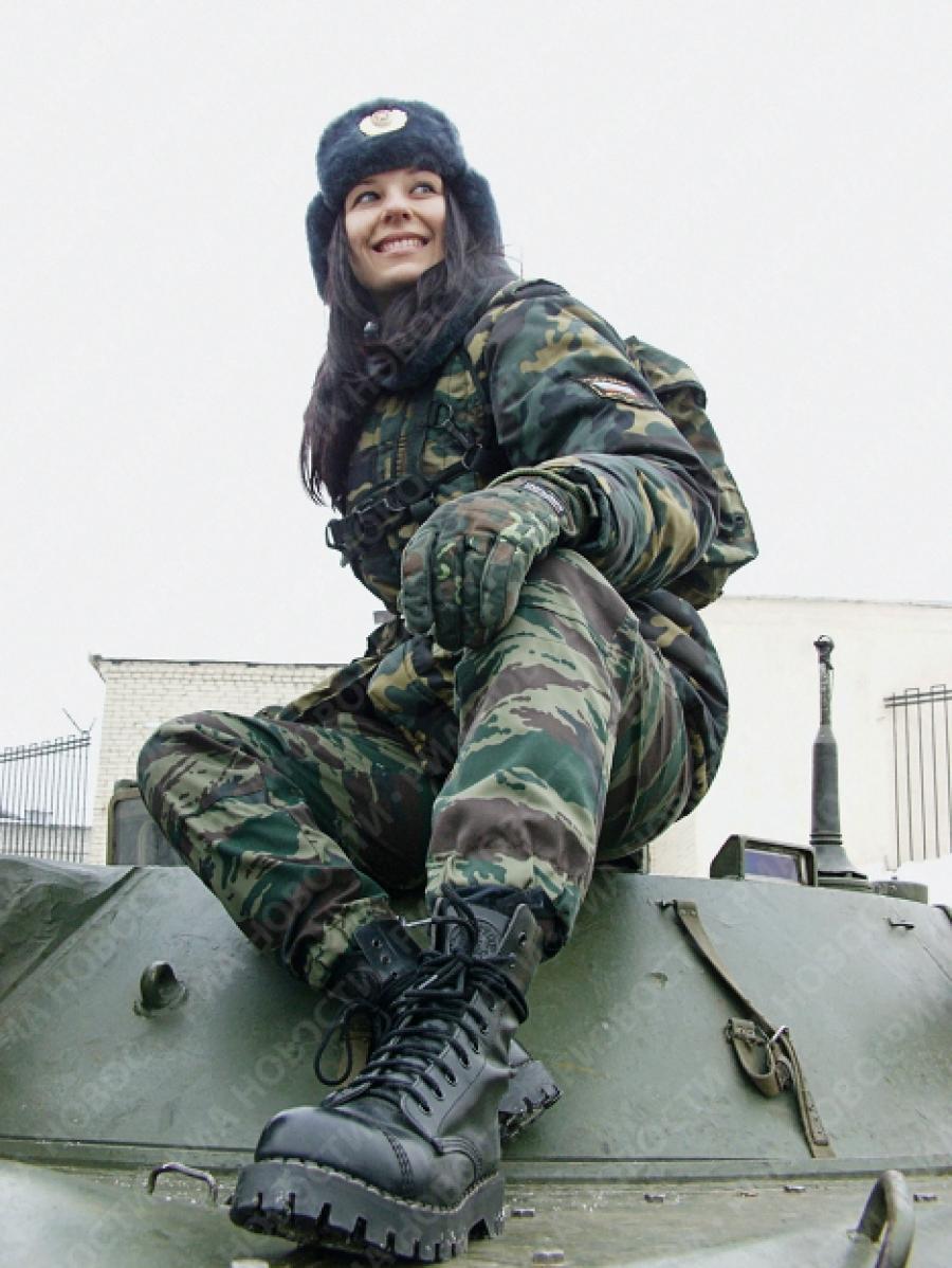 Русская девушка в военной форме 7 фотография